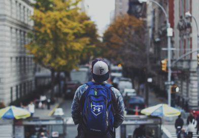 Làm Shipper kiếm tiền trả nợ cho bố mẹ: Rớt nước mắt với câu chuyện của chàng thanh niên học Kinh Tế Quốc Dân