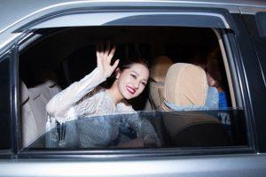 Nhiều fan không khỏi lo lắng về sự an toàn của Bảo Anh sau đêm diễn, tuy nhiên, nữ ca sĩ vẫn luôn đáp trả bằng nụ cười và vẫy tay chào khán giả trước khi ra về