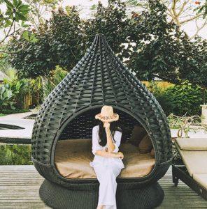 Hoa hậu cho biết, sau đợt thi học kỳ tại Đại học Ngoại thương, cô dành thời gian nghỉ ngơi cùng bạn bè.