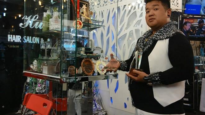 Bằng những nỗ lực của mình Hưng đã đạt nhiều giải thưởng trong cuộc thi cắt tóc nổi tiếng