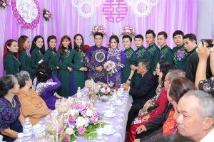 Sau khi hoàn tất nghi thức xin dâu và làm lễ gia tiên tại nhà riêng của Lê Phương, cặp đôi sẽ di chuyển đến nhà hàng gần đó với sự góp mặt của đông đảo bạn bè, gia đình nhà gái.