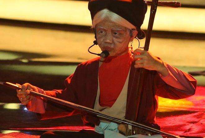Khuôn mặt trang điểm khi vào vai nghệ sĩ Hà Thị Cầu