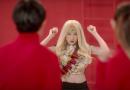 """Chi Pu tung MV """"Đóa hoa hồng"""", vác cả buồng chuối đi giải cứu thế giới"""