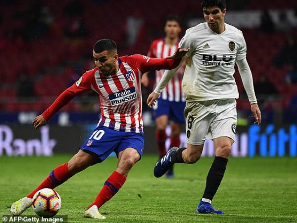 Atletico khiến cho ngày lên ngôi của Barca bị chậm đi