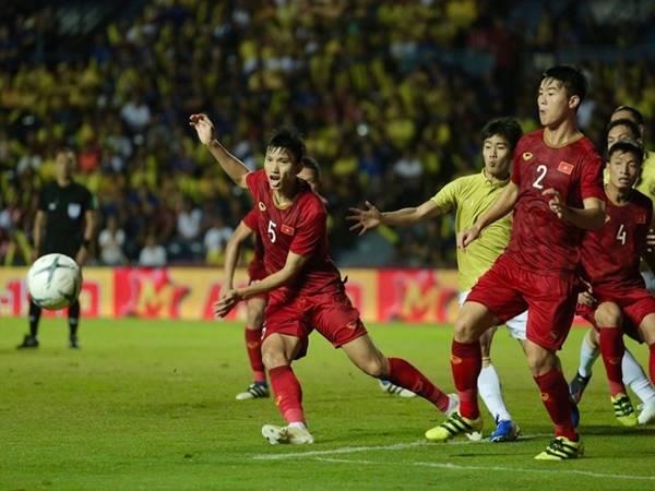 Việt Nam có nên chơi tấn công trước Thái Lan