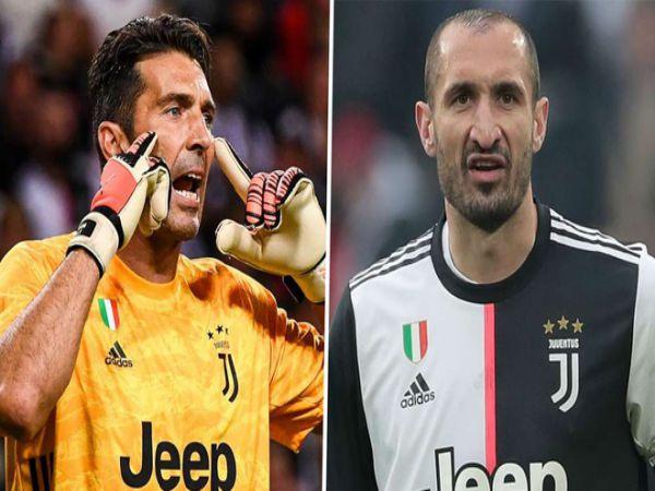 Juventus gia hạn hợp đồng với Buffon và Chiellini