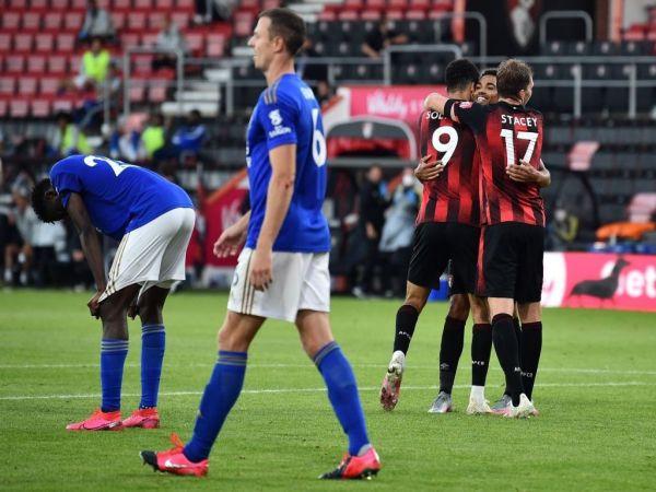 MU sáng cửa vào top 4 sau khi Leicester thua 1-4