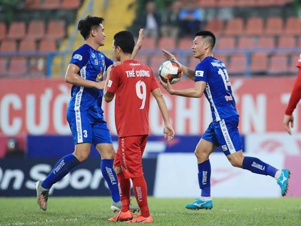 Bóng đá Việt Nam 3/11: Quảng Nam trói chân hàng loạt trụ cột